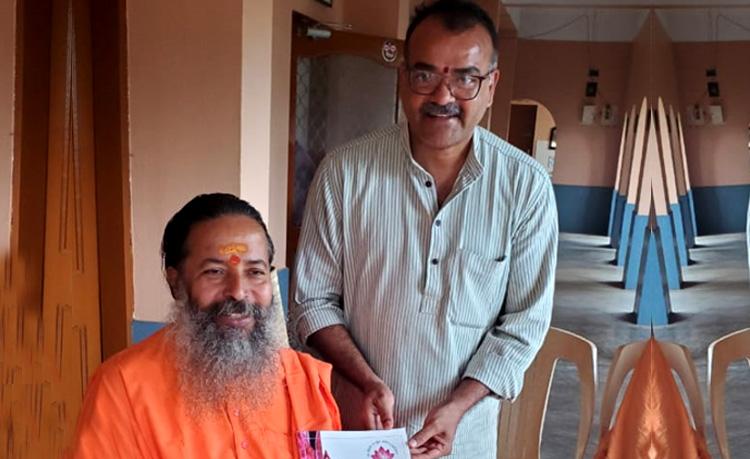 Shri Ravi Tumuluri visits Hariharananda Gurukulam, Puri